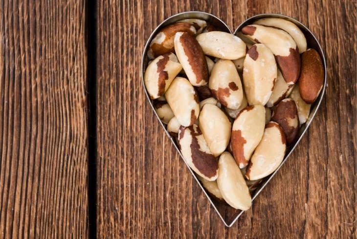 יתרונות אגוזי ברזיל: אגוזי ברזיל בתבנית לב