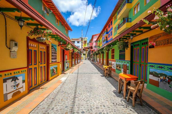 גואטפה קולומביה: רחוב צבעוני