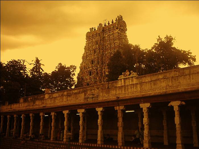 המקדש בהודו בו משכיבים את האלים לישון