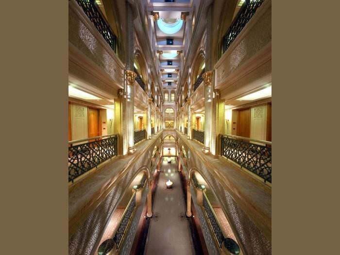 ביקור במלון היקר ביותר שנבנה אי-פעם