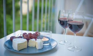 מדריך להתאמת גבינות ויין ליצירת שילובים טעימים