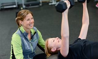האם עדיף לבצע אימון גופני בבוקר או בשעות הערב?
