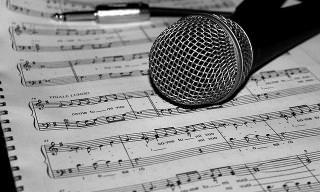 הסיפורים המרתקים מאחורי השירים האהובים