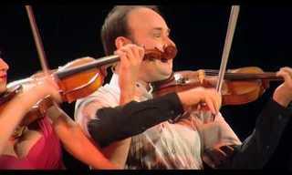 עוד לא ראיתם דואט כינור מקסים וחושני כמו שבסרטון הבא