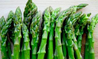 12 יתרונות בריאותיים של אספרגוס ומתכון פשוט וטעים!