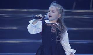 """ביצוע נפלא לשיר """"צל עץ תמר"""" של ילדה קטנה ומוכשרת במיוחד"""