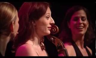רביעיית נגניות שרות את השיר Ievan Polkka