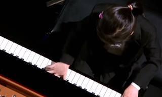 כשהילדה הקטנה הזאת סיימה לנגן על פסנתר כל הקהל היה בהלם...