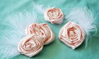כך תכינו לילדה סיכת ורד מתוקה לשיער