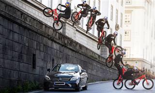 זה מה שקורה שרוכב אופניים מוכשר יוצא לרכיבה ברחובות העיר שלו