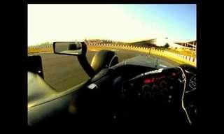 כך נראה סיבוב במסלול מירוץ מזווית הנהג!