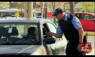 שוטר חסר אחריות - מתיחה מצחיקה!
