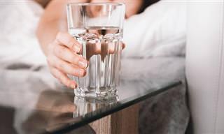 5 סיבות למה לא כדאי לכם להשאיר כוס מים על ידי המיטה לפני השינה