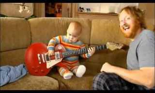 גיטריסט בחיתוליו, תרתי משמע...