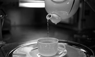 11 יתרונות בריאותיים של שתיית מים חמים