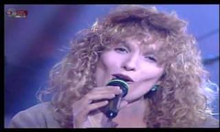 חגגו 70 לזמרת ישראלית מתולתלת ואהובה עם מופע להיטים סוחף!