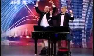 כיצד מנגנים בפסנתר בלי ידיים?