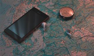 """5 אפליקציות שמומלץ להתקין בסמארטפון לפני שטסים לחו""""ל"""