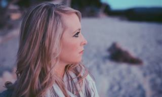8 טיפים להתמודדות יעילה עם הקול השלילי והביקורת העצמית שלנו