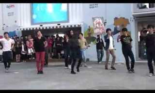 עם רקדנים כאלה לא כדאי להתעסק - מדהים!