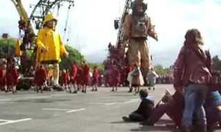 רויאל דה לוקס: מופע בובות הענק בברלין