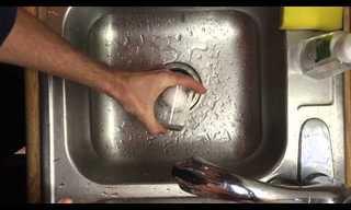 איך לקלף ביצה מבלי שתידבק הקליפה
