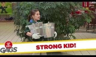 הילדה הכי חזקה בעולם - מתיחה מצחיקה!