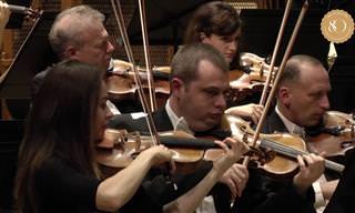 צפו במנצח הישראלי והפסנתרנית המוכשרת בדואט כובש על פסנתר