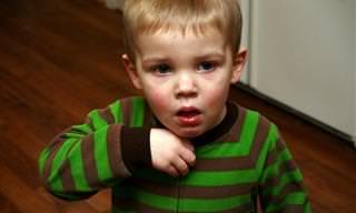 כך תדעו אם ילדכם באמת חולה או מזייף מחלה כדי להישאר בבית