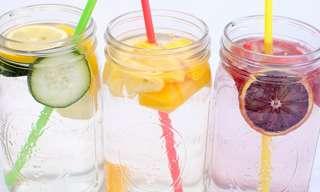 9 מתכונים מרעננים ובריאים במיוחד למים בטעמים