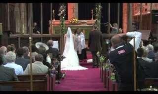 כומר רוקד בחתונה - ענק!