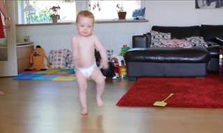 התינוק המתוק הזה הצליח להרשים אותנו בזכות הריקוד שלו