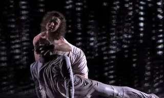 המופע המדהים של רקדני Freckled Sky