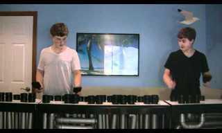 תאומים מנגנים על צינורות ביוב!
