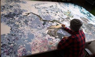 אמן יפני שצייר יצירה ענקית עם עטים בלבד