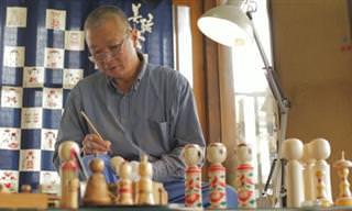 תהליך ההכנה של בובות הקוקאשי היפניות