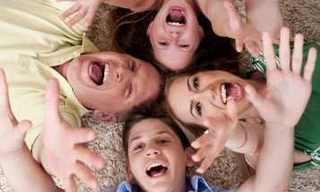 7 יתרונות בריאותיים של משפחה וחברים