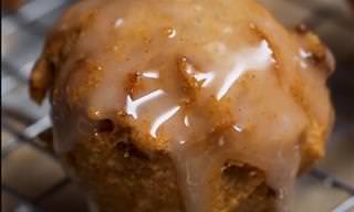 מתכון לכדורי תפוחים מטוגנים טבעוניים ברוטב חלב שקדים