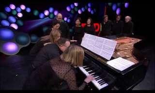 מופע מדהים של תריסר פסנתרנים