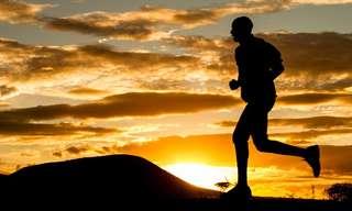 7 תרגילי כושר שניתן לבצע בזמן הליכה
