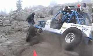 רכב מטפס על סלעים נגד כל הסיכויים