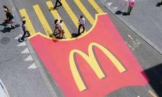 הפרסומות היצירתיות ביותר על מעברי חצייהמצ'יפס ועד מסרק ענק. באו לצפות בקמפיינים הכי יצירתיים על מעברי חצייה.