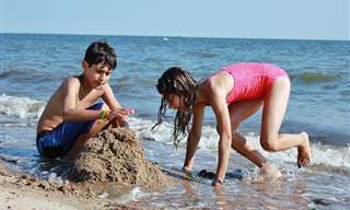 מדריך הטיפים המקיף לשהייה בטוחה בים או בבריכה עם ילדים