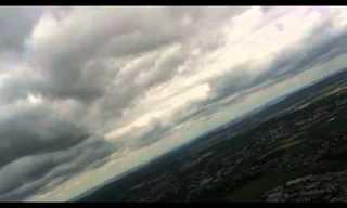 קרנף מעופף מעל שמי פריז - מדהים!