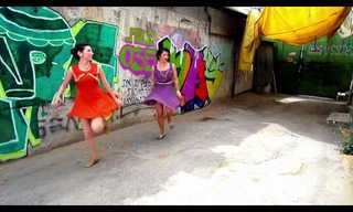 ריקודי צ'ארלסטון ברחובות תל אביב
