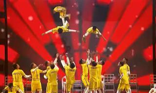 מופע מדהים של צוות הרקדנים ההודיים V.Unbeatable