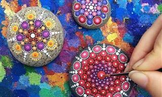 יצירות מנדלה מרהיבות ביופיין שצוירו על גבי אבנים