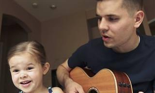 אב וביתו בת ה-4 בביצוע מרגש לשיר מהסרט 'טרזן'