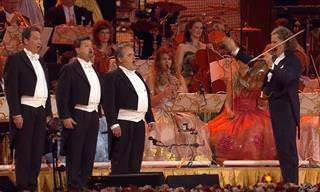 """אנדרה ריו מציג: ביצוע קצבי וסוחף לשיר """"גרנדה"""""""