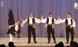 ריקוד סירטאקי בביצוע הרכב ריקודי העם של איגור מויסייב